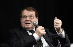 French virologist and joint recipient of the 2008 Nobel Prize in Medicine, Luc Montagnier speaks during a press conference on vaccines and vaccination, on November 7, 2017 in Paris, as the government plans to make eleven vaccinations for young children compulsory in France from 2018. (Photo by STEPHANE DE SAKUTIN / AFP)